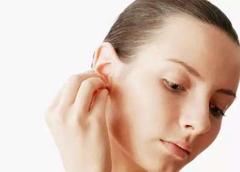 原来按压耳朵还可以止痛疼