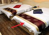 酒店床尾放块布竟是干这事用的