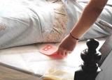 被子不晒螨虫多?床单下放点它比洗晒都管用