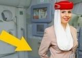 登机时空姐双手总放身后,竟是在偷偷干这事